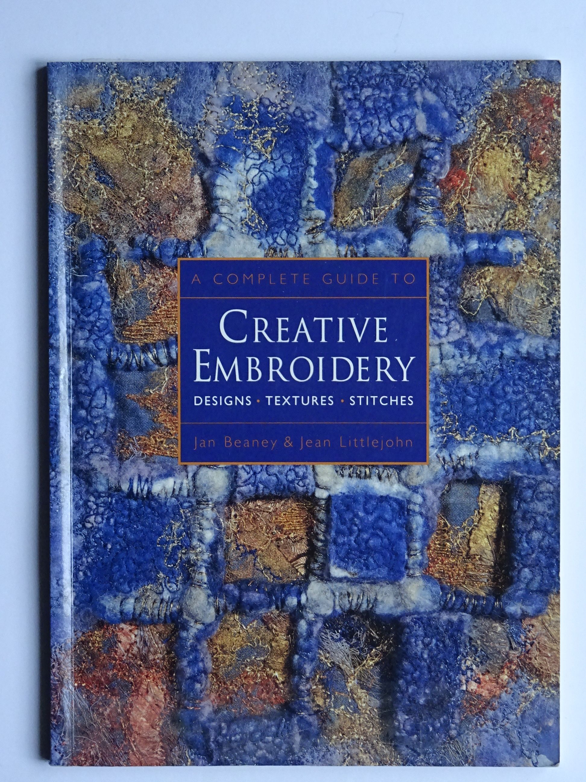 Beaney, Jan & Littlejohn, Jean - The Complete Guide to Creative Embroidery
